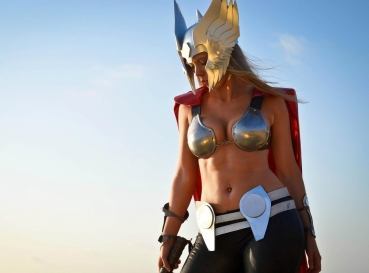 thors-goddess-of-thunder-cosplay-18