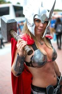 thors-goddess-of-thunder-cosplay-4