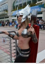 thors-goddess-of-thunder-cosplay-9