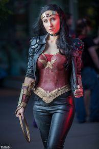 wonder-woman-cosplay-2
