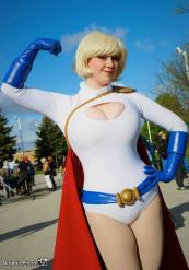 power-girl-cosplay-3