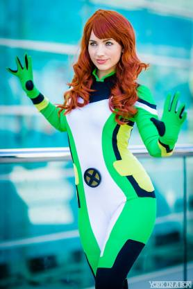 Jean Grey Cosplay 25