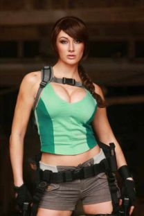 Lara Croft Cosplay 37