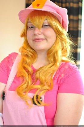 Princess Peach Cosplay 15