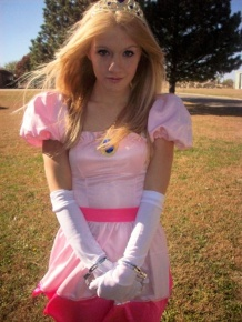 Princess Peach Cosplay 4