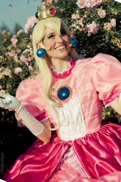 Princess Peach Cosplay 6