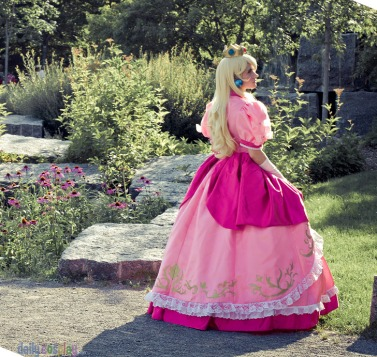 Princess Peach Cosplay 7