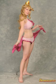 Princess Peach Cosplay 8