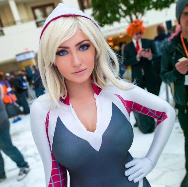 Gwen Stacy (Spider-Gwen) Cosplay