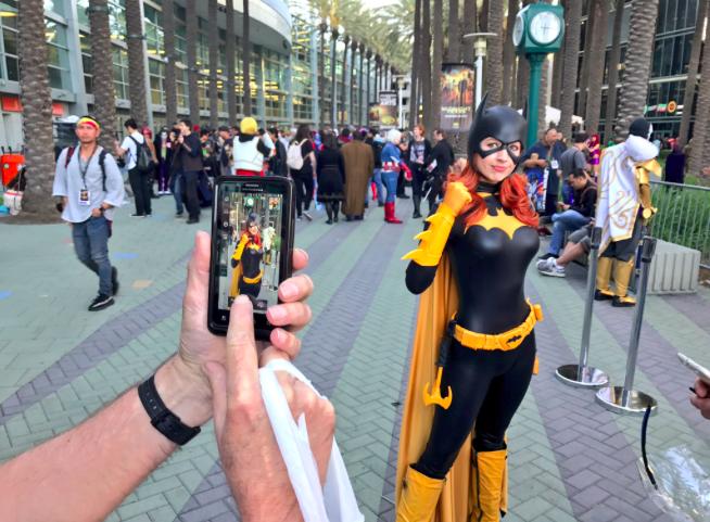 WonderCon 2017 Cosplay - Batgirl 2