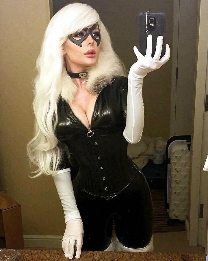 Black Cat Cosplay (Jenna Lynn Meowri) 1